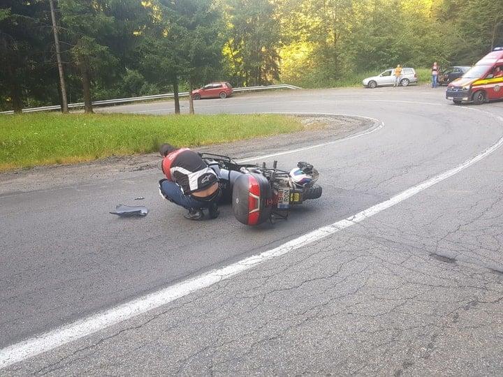 (Foto Accident) O tânără șoferiţă a spulberat pe contrasens 2 motocicliști, pe Transfăgărășan. Ce spune Poliția 1
