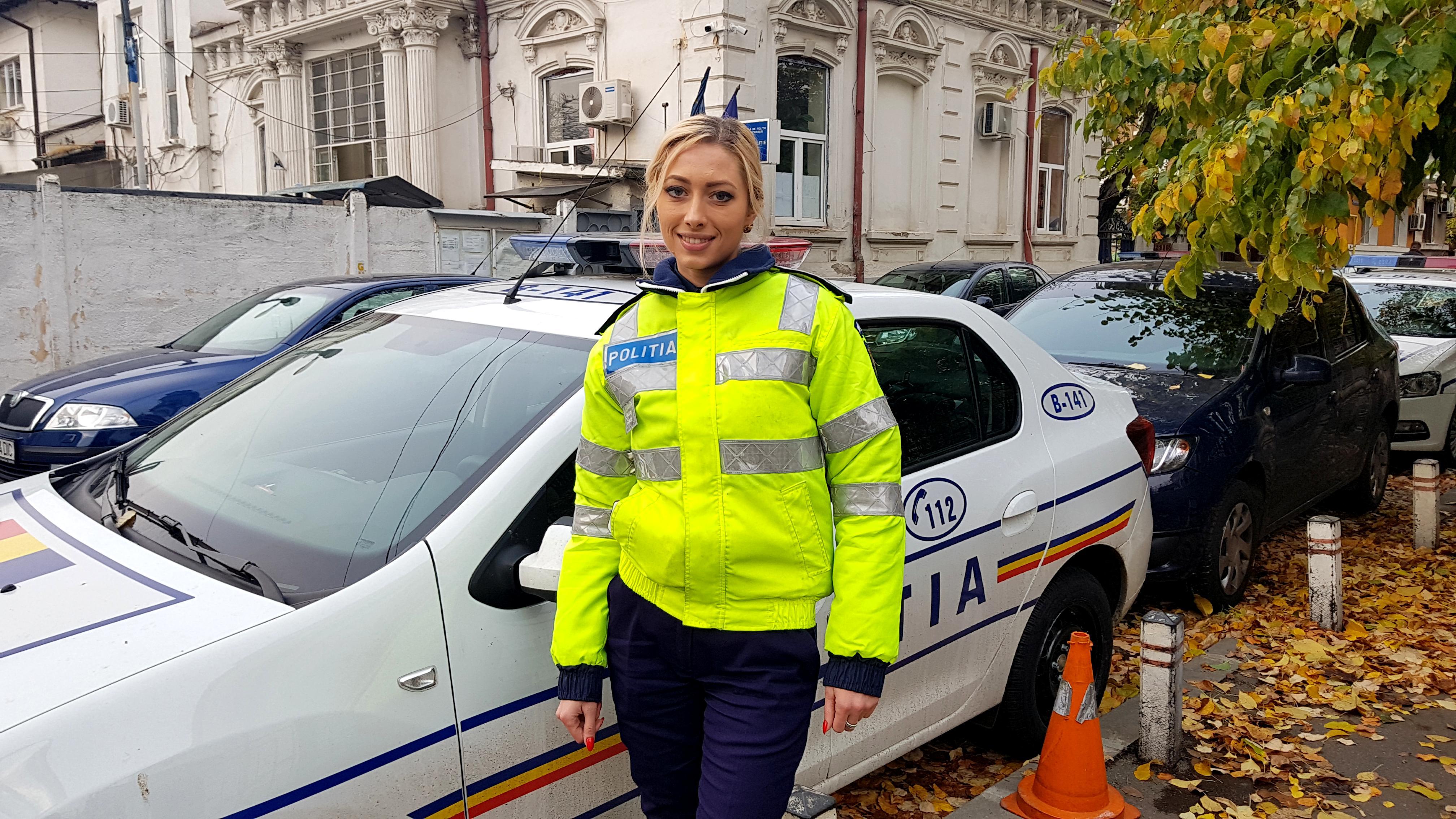 """Blonda de la """"Rutieră""""! Poliţista devenită """"virală"""" pe internet, după ce a recuperat un telefon furat. """"Eram în intersecţie, la dirijare, când s-a petrecut totul. Când fata a venit la mine ..."""" 1"""