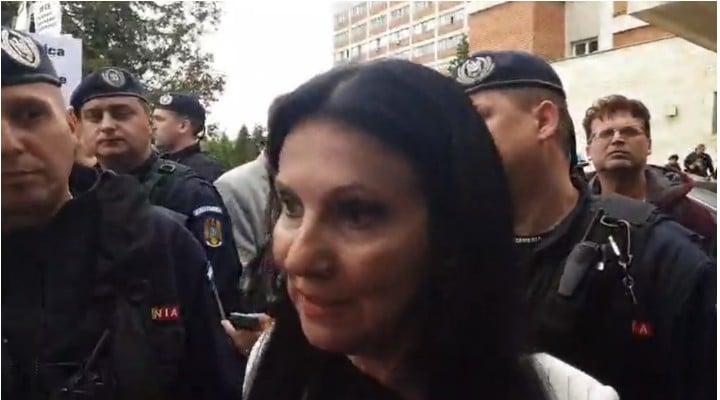 """(Video) Ramon Cotizo: """"Sorina Pintea, ministrul Sănătății, a fost singura care a avut curajul sa intre între protestatarii de la Mureș să îi asculte și să vorbească cu ei!La un moment dat, a dat mana unui jandarm la o parte, ca sa poata explica oamenilor ce si cum!Trebuie sa recunosc ..."""" 1"""