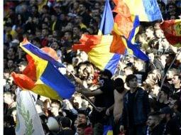 """Reacție. Jandarmeria, după ce au fost interzise bannere la meciul Suedia-România cu  mesaje """"Fără penali în funcții publice"""" sau """"Deșteaptă-te, române... și ieși la vot pe 26 mai"""" 8"""