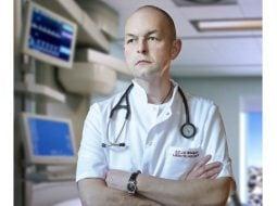 """Medicul Florin Orțan: """"Astazi, 12 mai, e ziua asistentului medical...""""Uita-te la ele, o sa lucrezi toată viata cu ele, oricâtă știință vei acumula, fără ele rezultatul e nul. Sa nu încerci niciodată sa le dai ordine pe care tu nu le poți duce la bun sfârșit."""" După asta am început sa învăț de la VOI, cum se ..."""" 33"""