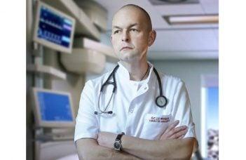 """Medicul Florin Orțan: """"Astazi, 12 mai, e ziua asistentului medical...""""Uita-te la ele, o sa lucrezi toată viata cu ele, oricâtă știință vei acumula, fără ele rezultatul e nul. Sa nu încerci niciodată sa le dai ordine pe care tu nu le poți duce la bun sfârșit."""" După asta am început sa învăț de la VOI, cum se ..."""" 42"""