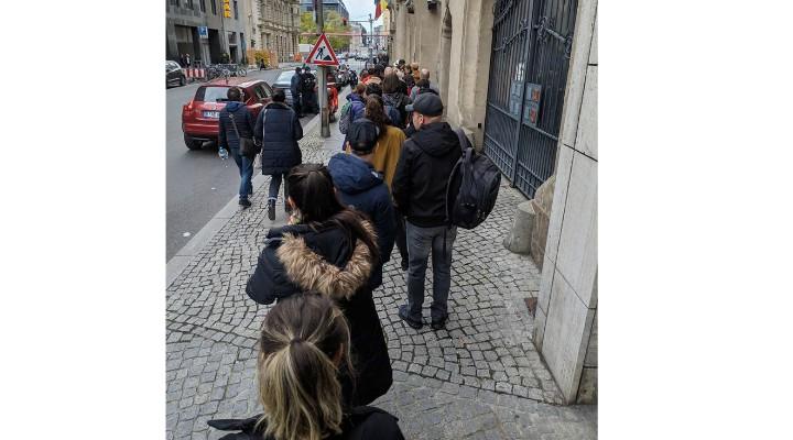 """Vot Diaspora. Elena Stancu: """"Voi nu vă imaginați câte femei însărcinate și câți români cu copii mici în brațe vin să voteze, copii născuți în Germania. La secția din Offenbach am văzut două perechi de gemeni într-o oră. Câtă populație pierde România!"""" 1"""