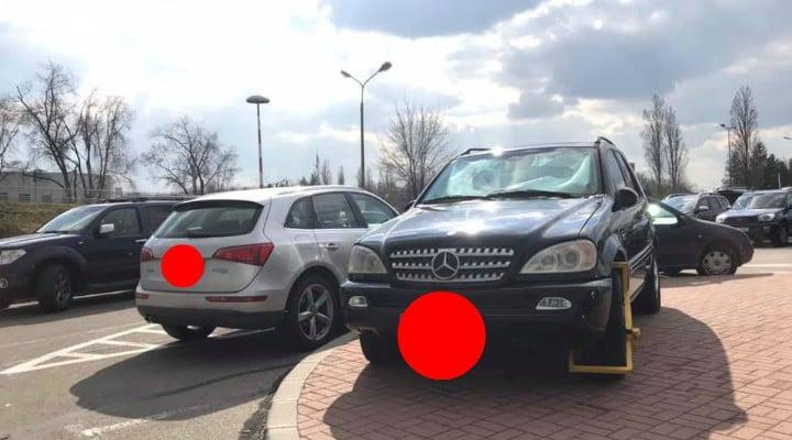 """(Foto) Vitalie Cojocari: """"Când îți lași mașina astfel în parcarea Aeroportului din Otopeni, riști o amendă de 186 de euro, ceea ce înseamnă cam 900 de lei. Desigur se plătește și parcarea, 6 lei pe oră.Proprietarul acestui Mercedes o să afle asta cu siguranță. Eu vă spun doar ca..."""" 2"""