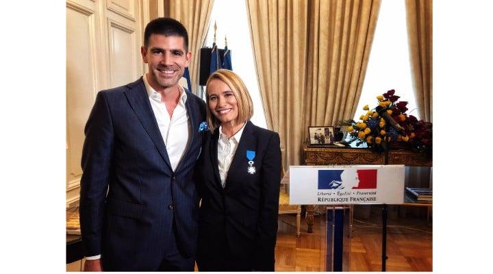 """Dragoș Bucurenci: """"Am fost foarte mândru astăzi de Andreea Esca, care a rostit un discurs într-o franceză impecabilă cu ocazia decernării titlului de Cavaler al Ordinului Național al Meritului din partea Republicii Franceze. Singurul regret este legat de faptul că statul român nu s-a gândit să ..."""" 1"""
