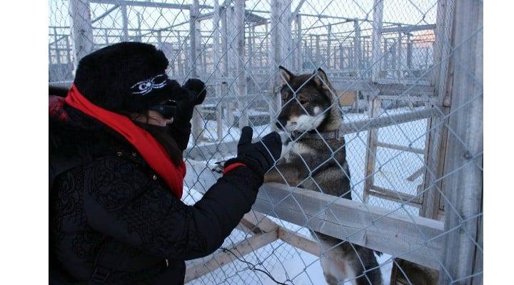 """Tânără din România, prima nevăzătoare care a urcat pe un gheţar în Svalbard, o insulă din Oceanul Arctic. """"Am traversat o zona în care era o prapastie… Nu are cum sa fie comod sa nu mai vezi nimic! Într-un final, am ajuns la ..."""" 2"""
