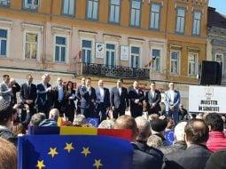 (Video) Miting PSD. Bătaie cu pumnii și picioarele, în Piața Sfatului din Brașov 5