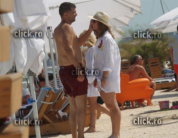 (Foto) Simona Halep indragostită. Fotografiată pe plajă sărutându-se cu noul său iubit 3