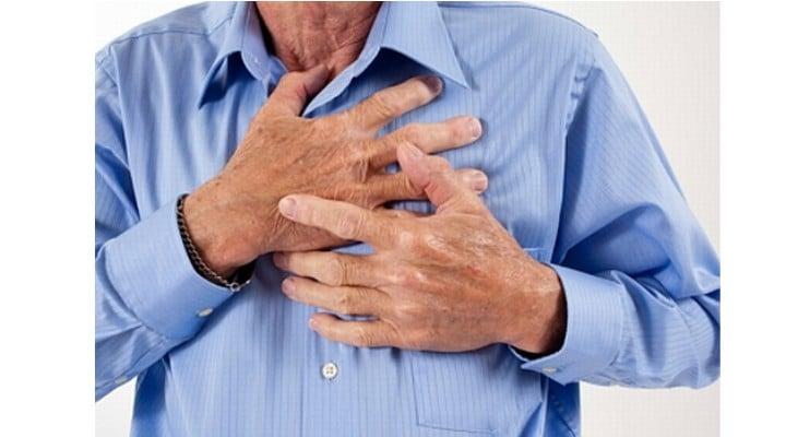 """Vasi Rădulescu: """"Cum procedezi dacă ești singur și faci infarct: 1. Să presupunem că ești singur și, brusc, simți o durere puternică în piept. E ca o gheară, te ține, se duce spre brațe, în spate, în gât. Te ..."""" 1"""