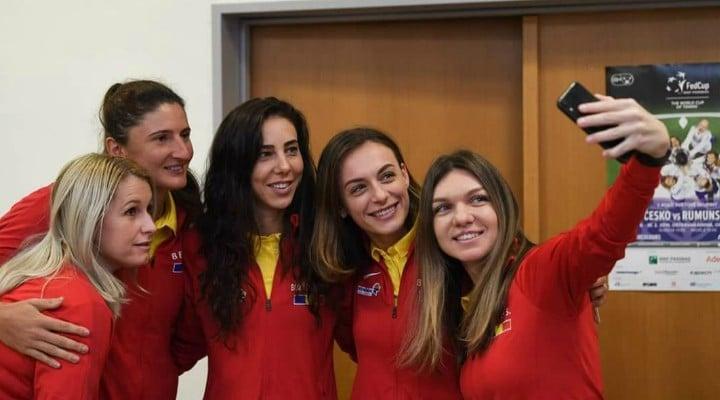 """Simona Halep: """"Anul acesta dau totul pentru FedCup. Sunt foarte mândră de această echipă! Sper să mergem mai departe cu bine. Pentru ţara noastră este un lucru enorm şi micuţii care se apucă de tenis trebuie să aibă încredere că ..."""" 2"""