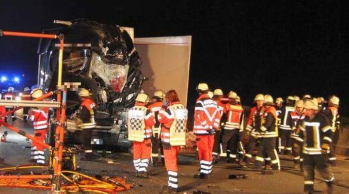 Foto Accident Un şofer român de TIR a murit strivit în cabină, pe o autostradă în Germania. Accident cu 4 camioane 1