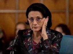 """Adriana Săftoiu: """"Andronescu. Ecaterina Andronescu. Vrea clase speciale pentru copiii cu cerinte educationale speciale. Este una dintre cele mai revoltătoare inițiative...Andronescu se scuză lamentabil si propune..."""" 5"""