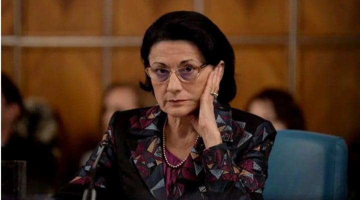 """Adriana Săftoiu: """"Andronescu. Ecaterina Andronescu. Vrea clase speciale pentru copiii cu cerinte educationale speciale. Este una dintre cele mai revoltătoare inițiative...Andronescu se scuză lamentabil si propune..."""" 1"""
