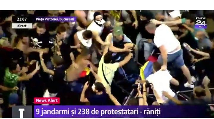"""(Foto) Protest Diaspora. Andreea Udrea: """"Wow, citesc acum ce s a intamplat la miting, mi a povestit si sor-mea care a fost acolo si sunt socata, nu imi vine sa cred in ce hal am ajuns! Jandarmeria e la cheremul unui condamnat penal si a uneia, care intr un stat normal, n ar fi ajuns niciodata, niciodata ..."""" 1"""