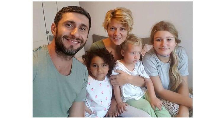 """Dana Nălbaru, povestea Roxanei, fetița adoptată: """"Nu știa să vorbească aproape deloc! Azi vorbește foarte bine, a învățat tot alfabetul și a început să ..."""" 1"""