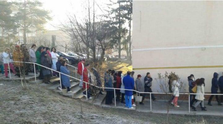 """Alt protest la un spital din România!100 de asistenți au protestat vineri pentru că le scad salariile!""""Federația """"Solidaritatea Sanitară"""" reamintește Guvernului că dreptul la ..."""" 1"""