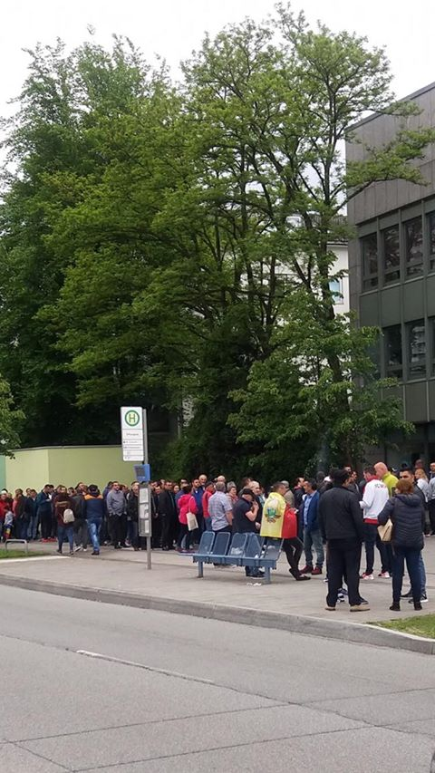 (Foto) Românii votează masiv!  Cozi la Cluj, București, Brașov, Iași. Dar și la Londra, Roma, München, Torino, Basel, Oslo ... 9