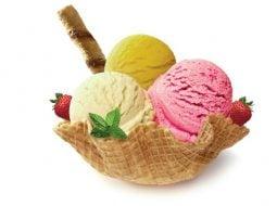 """Când trebuie mâncată înghețata? Medicul Mihaela Bilic: """"Vara ar fi mai tristă fără înghețată ...Există o doză maximă admisă de înghețată într-o zi? Îmi vine să spun..."""" 10"""