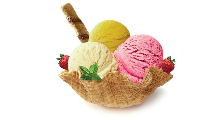 """Când trebuie mâncată înghețata? Medicul Mihaela Bilic: """"Vara ar fi mai tristă fără înghețată ...Există o doză maximă admisă de înghețată într-o zi? Îmi vine să spun..."""" 1"""
