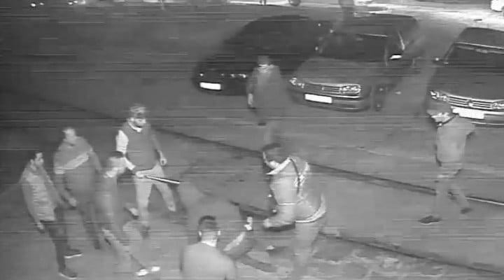"""Declarații. Tânărul din România bătut cu bestialitate de taximetriști: """"Au sărit toţi pe mine, cu răngi, cu bâte, m-au pus la pământ oricum, mi-au dat cu picioarele cu pumnii, cu tot ce au apucat. Prietenul a..."""" 1"""