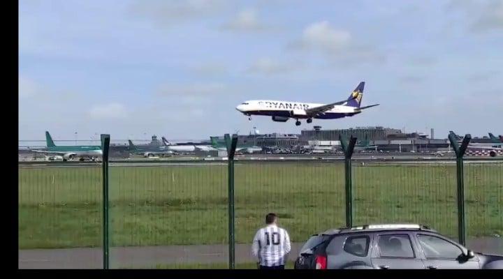 """(Video) Români surprinși în avionul groazei Ryanair Londra – Dublin. Mărturii din infern: """"Am crezut că murim. Sunt salvări peste tot, am aterizat de urgență la Liverpool"""" 1"""