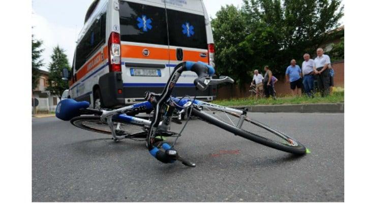 Doi români din Italia pe bicicletă, spulberați de o mașină. Unul dintre ei a murit pe loc 1