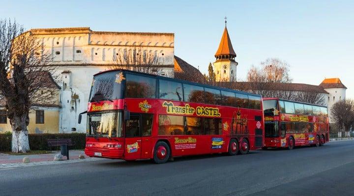 (Foto) Primele autobuze turistice spre Castelul Bran și Cetatea Râșnov. Inițiativa aparține companiei care a vândut Simonei Halep hotelul din Poiana Brașov 1
