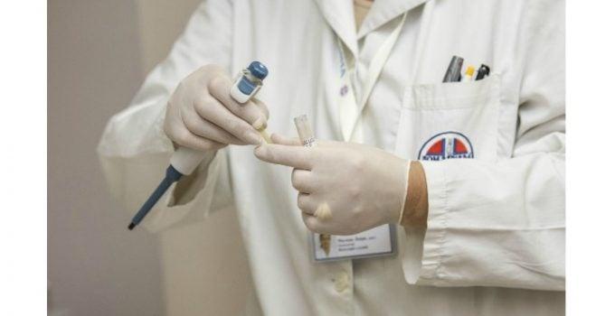 Medic fals la un spital de stat din România! O femeie de 30 de ani și-a inventat o diplomă de medic și lucrează de 10 ani la un Spital de Urgență! Nu are nici măcar parafă de la DSP 18