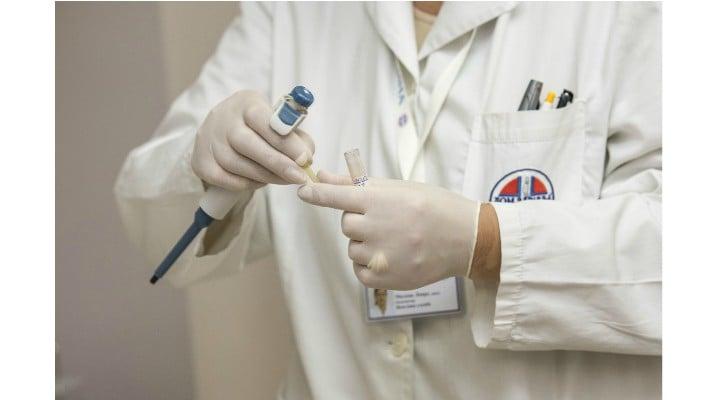 Medic fals la un spital de stat din România! O femeie de 30 de ani și-a inventat o diplomă de medic și lucrează de 10 ani la un Spital de Urgență! Nu are nici măcar parafă de la DSP 1