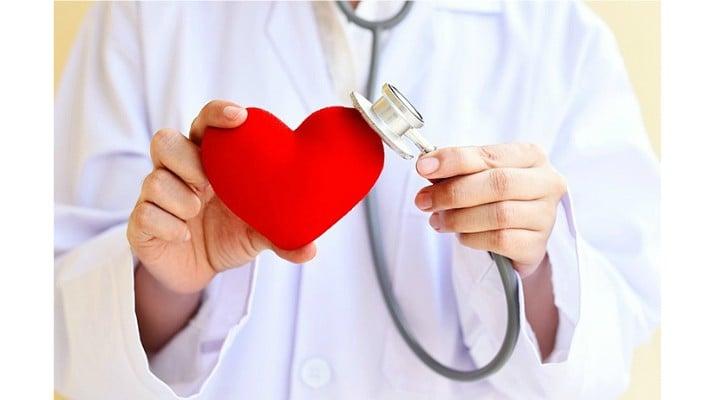 """Care sunt cauzele infarctului. Dr. Rodica Niculescu: """"Îmi pare rău să amintesc, cauza principală este fumatul, un lucru pe care tinerii nu prea vor să îl audă. Adăugăm stresul, mâncatul gras, alimentaţia este ..."""" 1"""