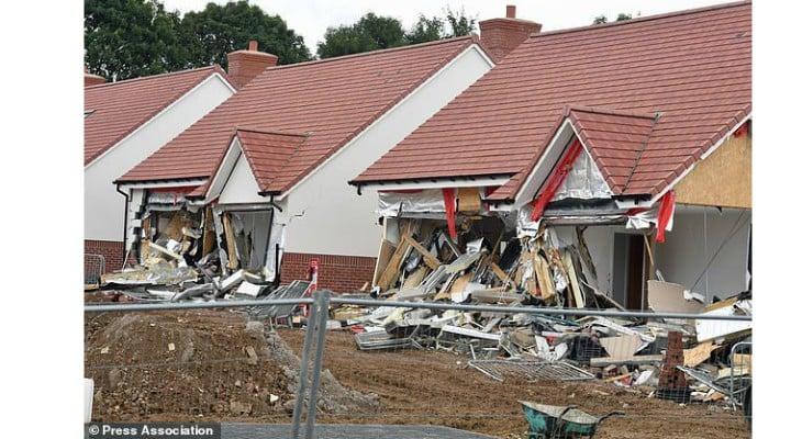 Românul din Marea Britanie care a distrus case de 800,000 de lire sterline bucata pledează vinovat. Martorii spun că râdea și făcea poze când le distrugea 1