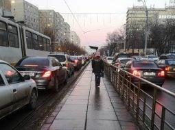 """Cristina: """"Am plecat cu 5 minute mai târziu ca de obicei. M-am speriat de ce am văzut pe stradă, pe linia de tramvai și pe străduțele adiacente. Toată lumea pleacă fix la aceeași oră spre job? Sau ..."""" 46"""