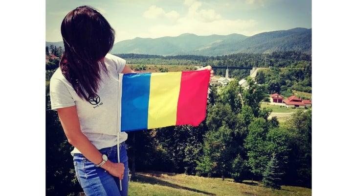 "(Foto) Protest Diaspora Romania. Trenuri blocate?! Mihaela Scîntei: ""Nu ma gandeam ca o sa ajung, am stat 4h30min in trafic ca sa parcurg 140 km Brasov- Bucuresti. Scopul nu era sa ajung la protest insa m-am gandit ca asa cum tata a iesit in 89 la protest, a contat, putin, dar a contat"" 4"