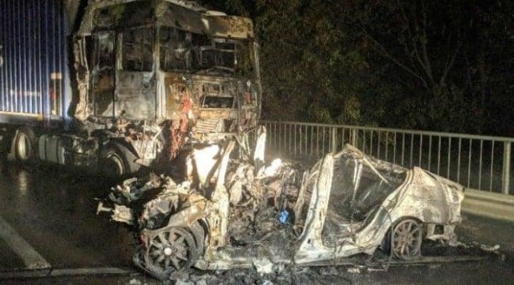 """(Video) Accident groaznic! 3 tineri din România au ars de vii pe DN1. Tată: """"Atrag atenţia tuturor tinerilor! Uitaţi! De când a luat carnetul i-am spus: ai grijă cum mergi! Uşor apeşi acceleraţia, greu ..."""" 2"""