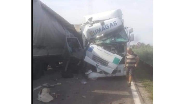 (Foto) Un şofer român de TIR a avut zile. A scăpat cu viaţă dintr-un accident teribil, în Ungaria 1