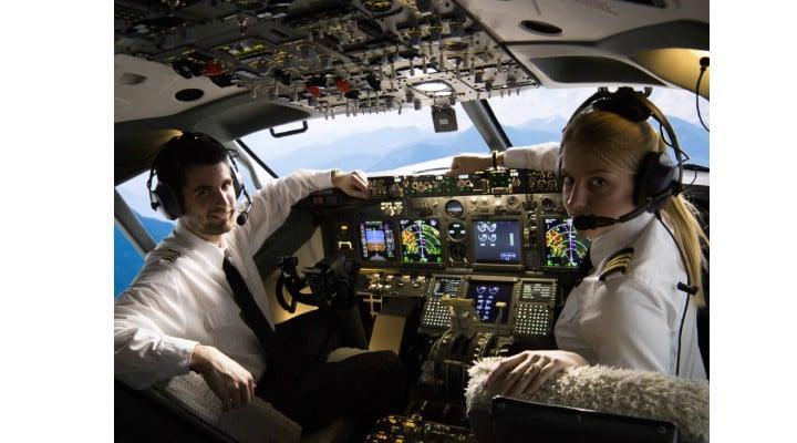 S-a deschis primul liceu de aviaţie privat din România. Prima generație de elevi nu va plăti taxe școlare 1