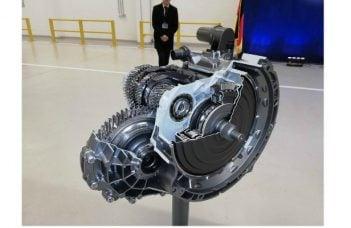 (Foto) În România. Noua cutie de viteze automată în opt trepte 8G Duble Clutch Transmission se produce începând de săptămâna trecută, la fabrica Daimler 40